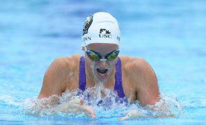 Nadadora australiana Kaylee McKeown bate recorde do mundo dos 100 metros costas
