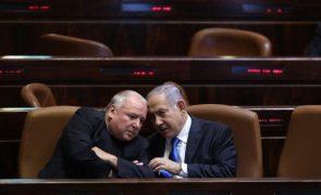 Parlamento aprova novo Governo em Israel após 12 anos de Netanyahu no poder