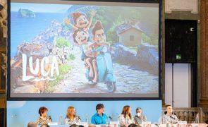 Pixar explora nostalgia, inclusão e amizade com monstros do mar no novo filme