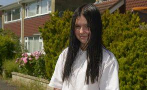 Adolescente colocada em isolamento na escola por usar