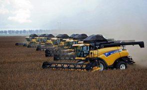 Covid-19: Atividade económica do Brasil acelera ligeiramente em abril após colapso