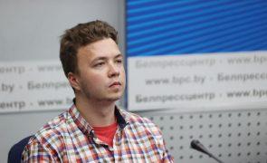 Autoridades bielorrussas exibem jornalista Protasevich em conferência de imprensa