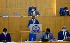 Parlamento cabo-verdiano aprova moção de confiança ao Governo sem votos contra