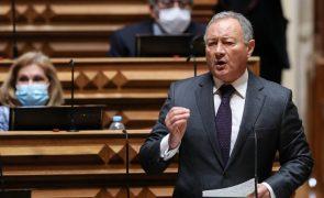 Líder parlamentar do PSD defende correção para aumentar número de eleitos pelo interior