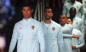 Cristiano Ronaldo Esconde garrafas em plena conferência e momento torna-se viral (vídeo)