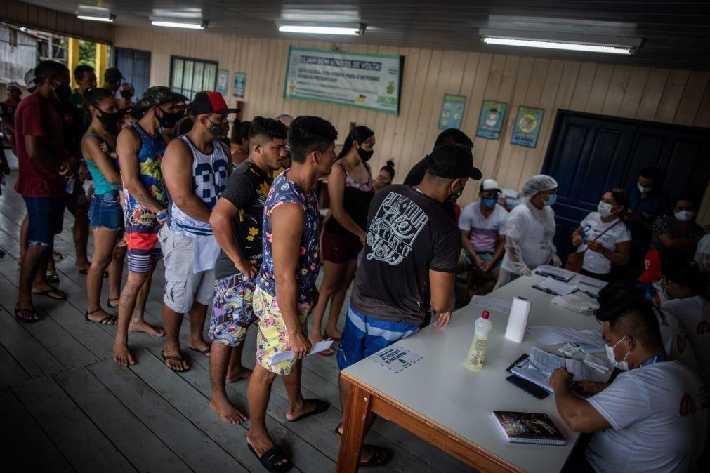 Covid-19: PR brasileiro diz que vetará lei sobre certificado de vacinação