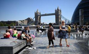 Covid-19: Reino Unido regista 10 mortes e 7.673 casos diários