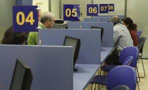 Trabalhadores dos impostos agredidos devido a maior afluência aos serviços