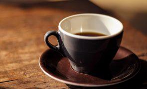 Café ou descafeinado: Saiba qual deve escolher se é fã de cafeína