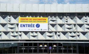 Covid-19: Vacinação de adolescentes entre 12 e 18 anos começou hoje em França