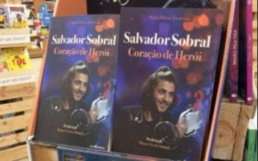 """Salvador Sobral Pede para ninguém comprar o livro """"Salvador Sobral Coração de Herói"""""""