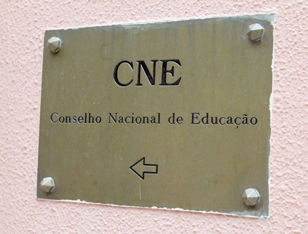 CNE defende reorganização do secundário e algumas disciplinas em ensino remoto