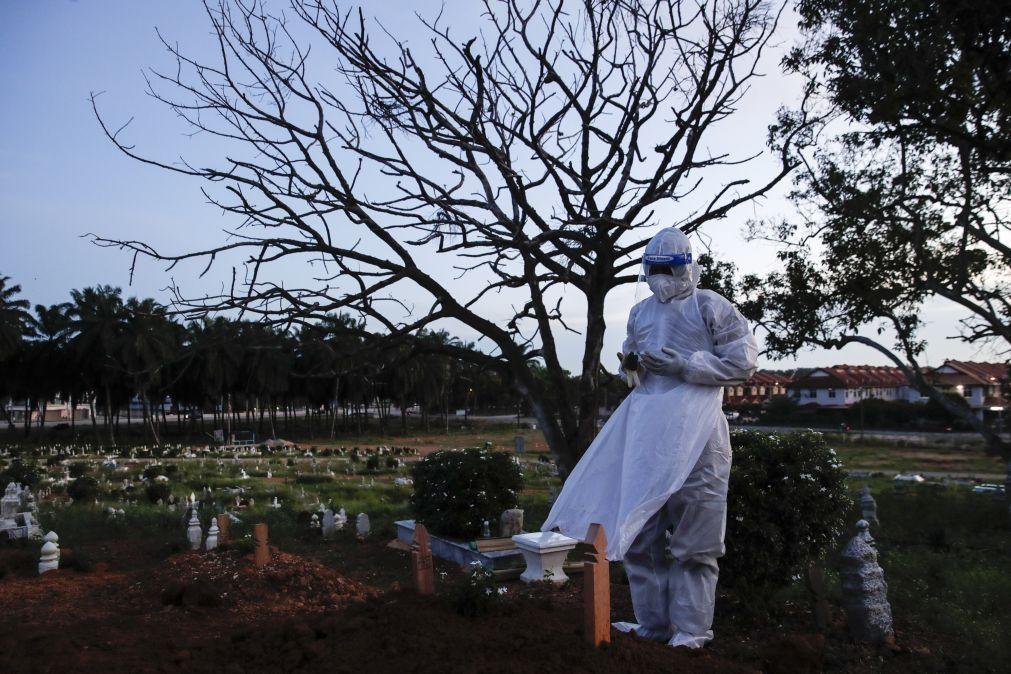 Covid-19: Balanço contabiliza 3.824.885 mortes desde o início da pandemia