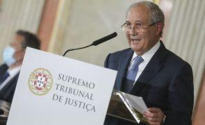 Marcelo condecora ex-presidente do Supremo Tribunal com Grã-Cruz da Ordem Militar de Cristo