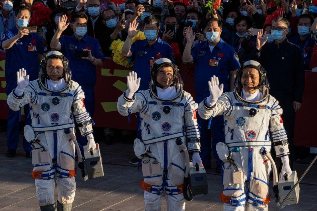 Lançada primeira missão tripulada chinesa para construir estação espacial