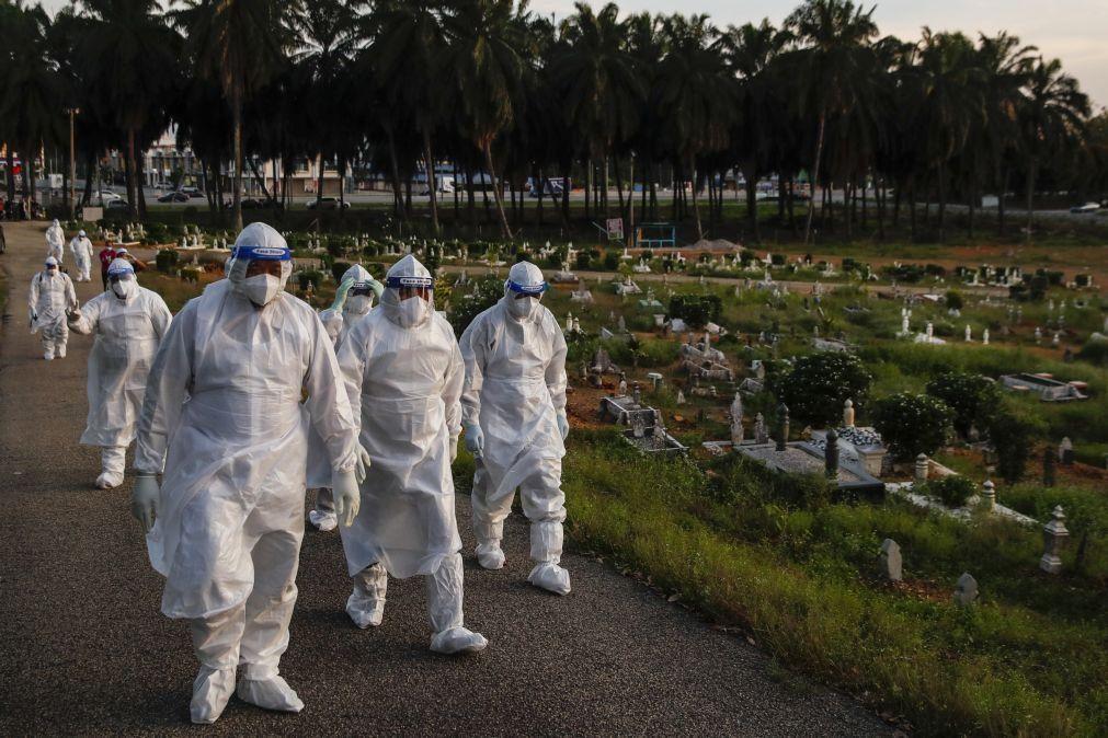 Covid-19: Pandemia já matou 3.835.238 pessoas no mundo
