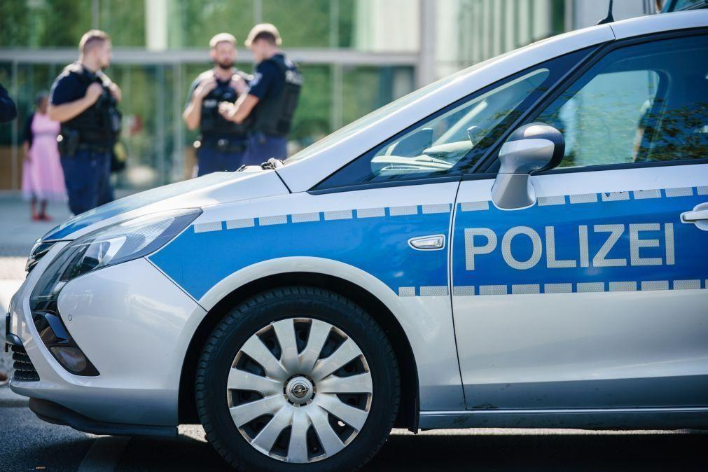 Dois mortos por um atirador na Alemanha, operação policial em curso