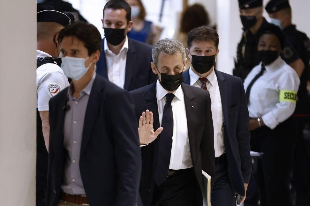 Ministério Público francês pede seis meses de prisão efetiva para Sarkozy