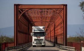 Governo impõe multas a transportadoras para assegurar tempos de espera reduzidos