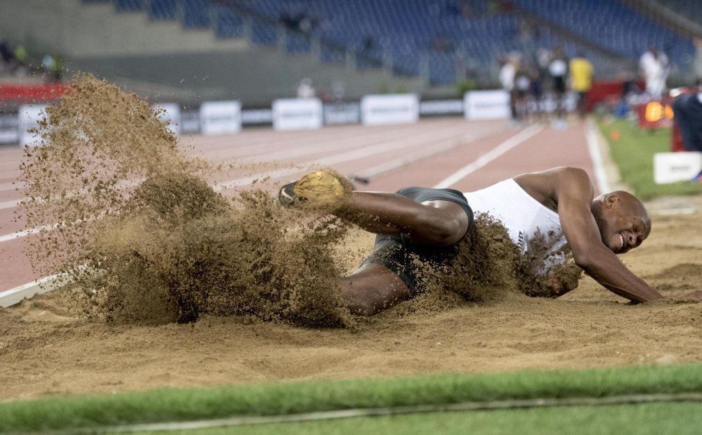Vice-campeão olímpico do salto em comprimento suspenso por quatro anos