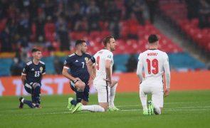 Euro2020: Escócia e Inglaterra unidas ajoelham-se contra o racismo