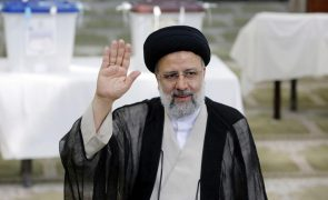 Clérigo Ebrahim Raisi vence eleições presidenciais do Irão - resultados parciais