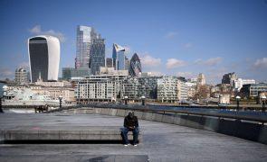 Covid-19: Especialista britânico diz que terceira vaga está a caminho do Reino Unido