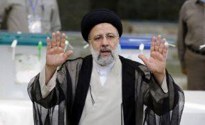 Ultraconservador Raissi vence eleições presidenciais de sexta-feira no Irão