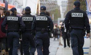 Cinco polícias feridos e um homem perdeu uma mão numa festa ilegal em França