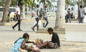 Jovens desempregados de Luanda agarram-se a biscates