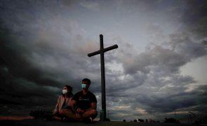 Covid-19: Pandemia já matou 3,86 milhões de pessoas no mundo