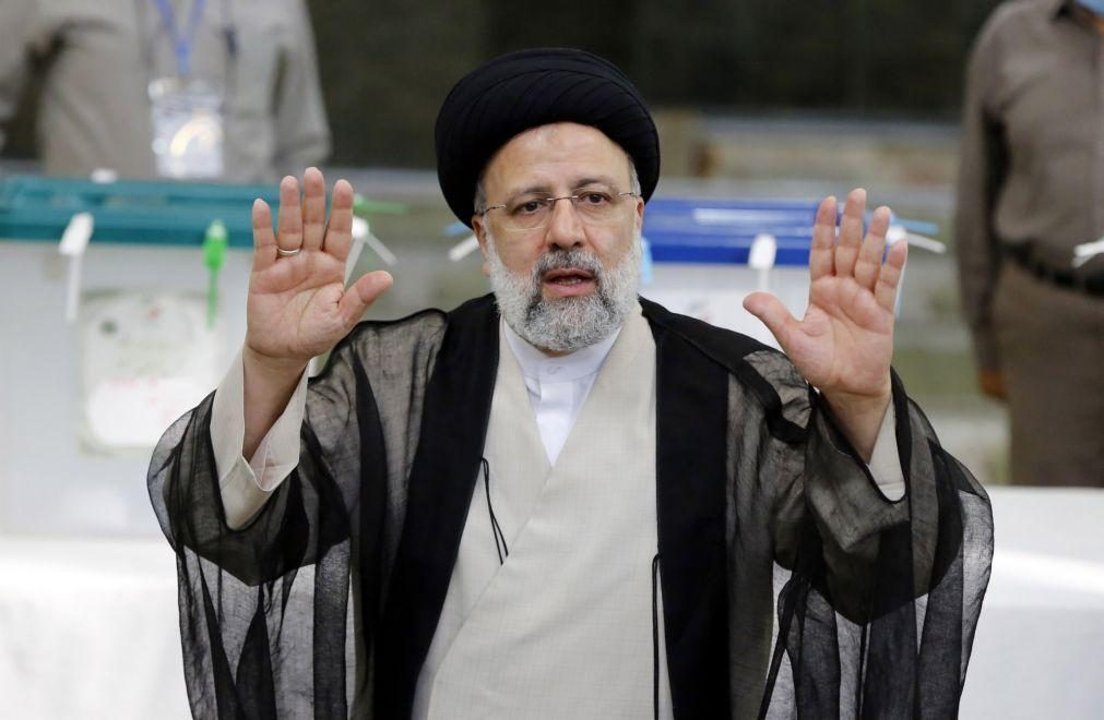 Borrell acredita que vitória de Raisi no Irão não vai afetar negociações nucleares