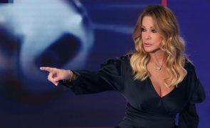 Euro2020: Jornalista italiana apanhada a descruzar as pernas ao estilo Sharon Stone