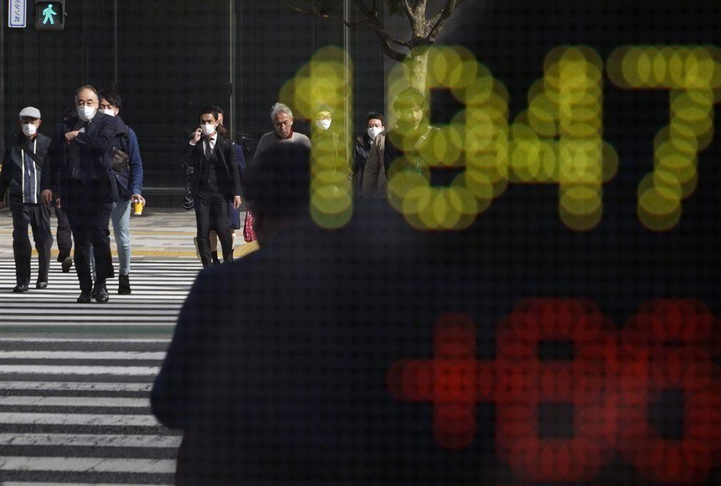 Bolsa de Tóquio fecha a perder 3,29%