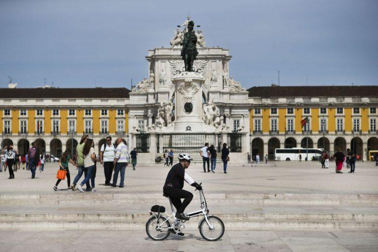 Ciclistas protestam hoje em Lisboa contra possível uso obrigatório de capacetes
