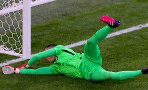 Euro 2020: Guarda-redes da Polónia apanhado a fumar antes do jogo com Espanha
