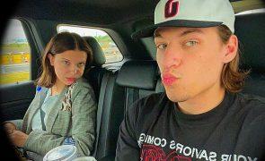 Millie Bobby Brown namora com o filho de Jon Bon Jovi