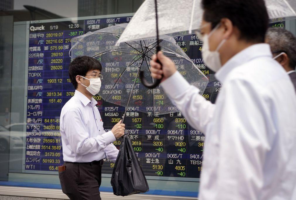 Bolsa de Tóquio abre a ganhar 2,27%