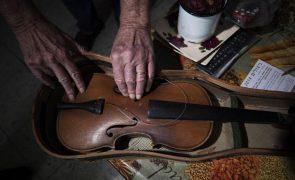 Morreu a violinista e maestrina Jeanne Lamon, diretora da orquestra Tafelmusik