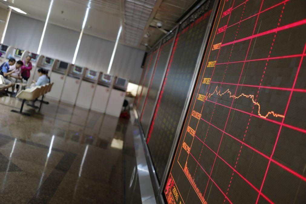 Bolsa de Xangai encerra a subir 0,8%