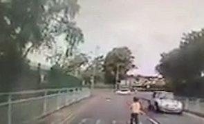 Autista de 4 anos foge da creche e é apanhada sozinha na estrada