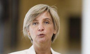 Covid-19: Ministra da Saúde afasta limitação de visitas a lares
