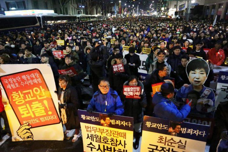 Monge imola-se pelo fogo em protesto contra Presidente sul-coreana