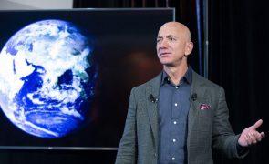 Mais de 76 mil pessoas assinam petição para impedir regresso de Bezos à Terra