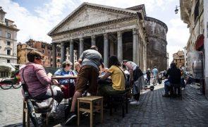 Covid-19: Itália soma 835 casos e elimina uso obrigatório de máscara no exterior