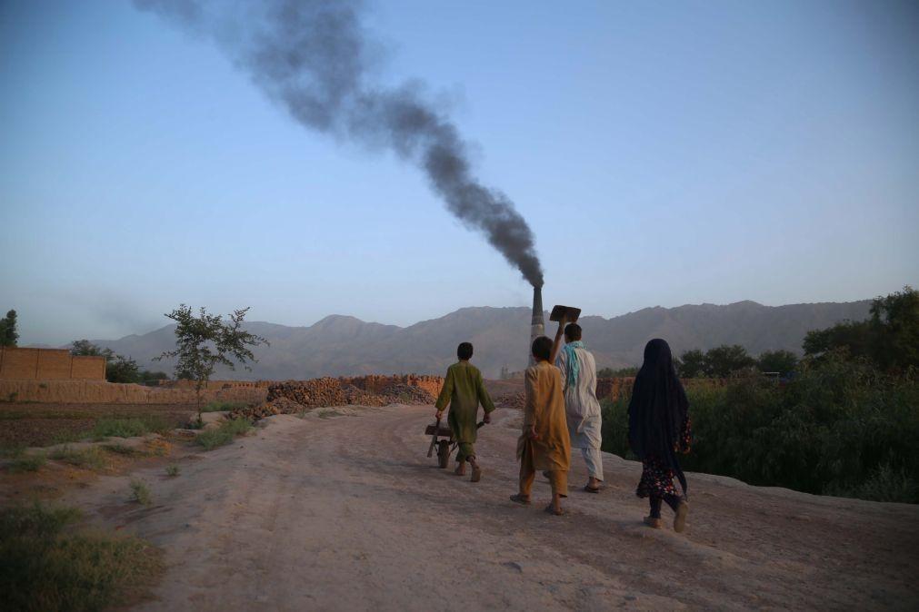 Human Rights Watch pede libertação de centenas de crianças presas no Afeganistão