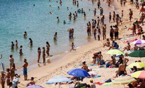 Continente e ilhas com risco muito elevado de exposição aos UV