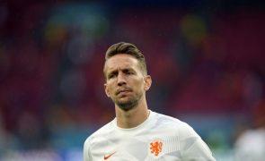 Euro2020: Holandês Luuk De Jong lesiona-se no joelho e está fora da competição