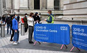 Covid-19: Reino Unido intensifica vacinação devido à variante Delta