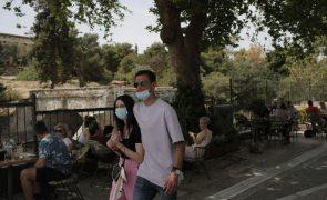 Covid-19: Grécia anuncia fim do uso obrigatório de máscara no exterior